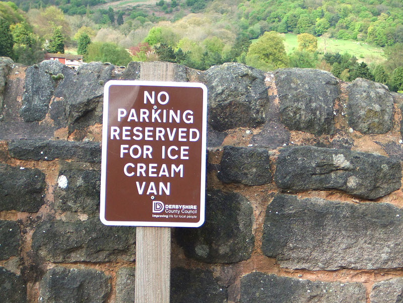 """No Parking - Reserved for ice cream van"" – Gefunden in Derbyshi"